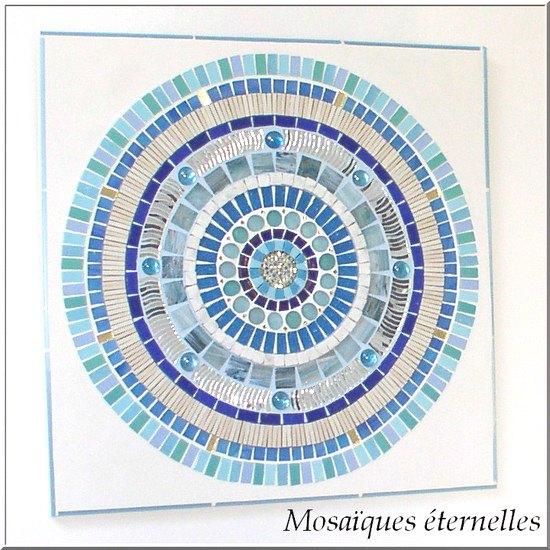 Tableau en mosaique ronde bleue